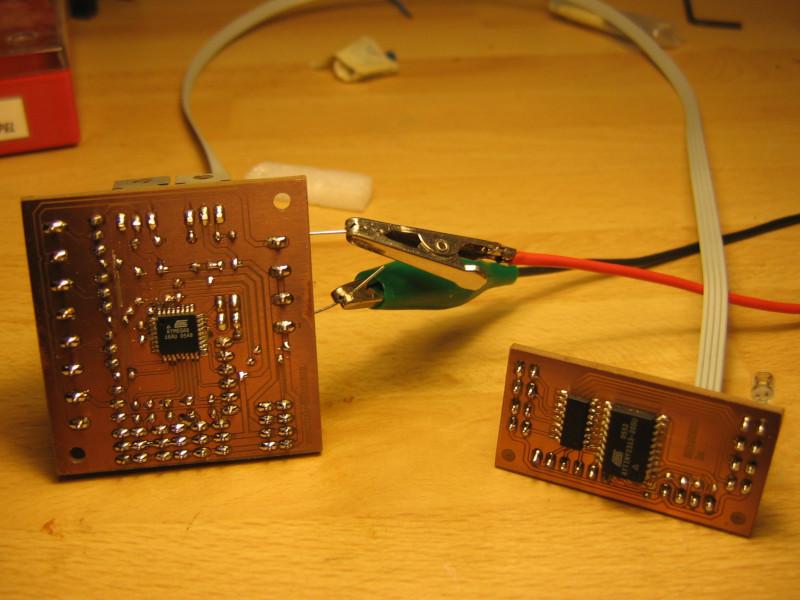 ... und von unten (mit dem Mikrocontroller in SMD-Technik)