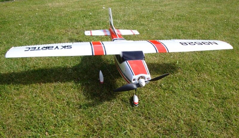 Vorderansicht der Cessna 182